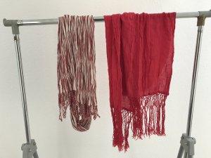Schal in knallig Rot und Rot-Weiß gestreift