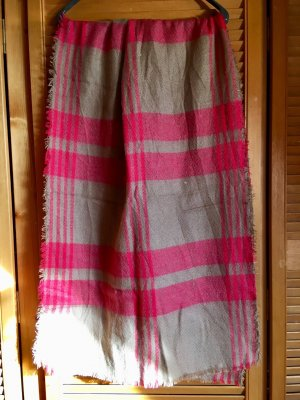 Bufanda de ganchillo beige-rosa