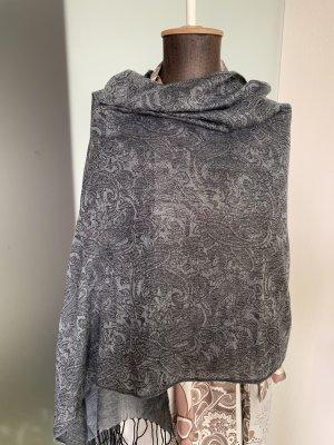 Schal mit Fransen Muster