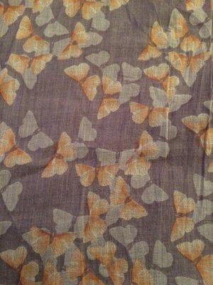 Schal mit Schmetterlingen