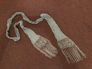 Schal, schmal, lang, türkis, florales Strickmuster an den Enden mit Bändern