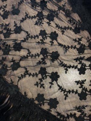Schal schwarz mit Spitze