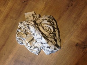 Schal sehr groß von Vero Moda in Beige mit grauem Muster