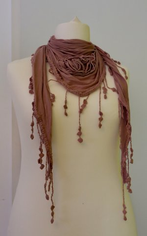 Schal/ Tuch in Farbe rosa/ altrosa mit Fransen und Blume/Rose