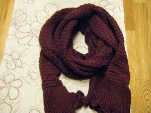 Schal und 2 Paar Handschuhe