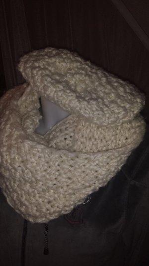 Schal und Mütze von H&M