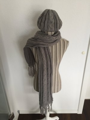 Schal und Mütze von Mexx
