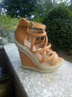 Scharfe Gladiator Sandalen mit Keilabsatz