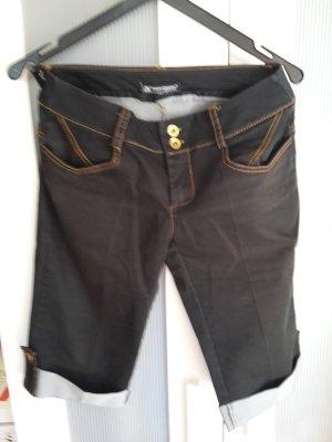 schicke 3/4 Hose, ideal für den Sommer ins Büro, bei Körpergröße 165cm bis zum Knie