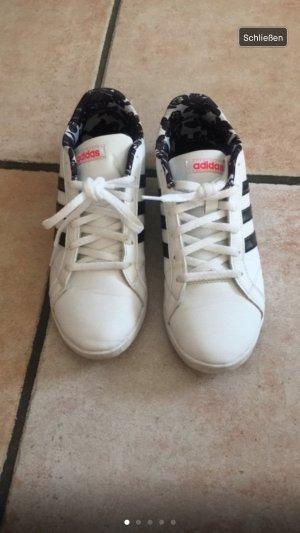 Schicke Adidas Schuhe