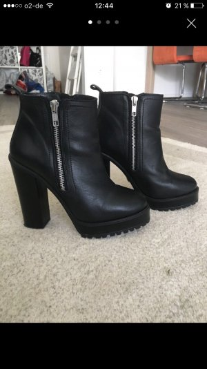 Schicke Buffalo Booties