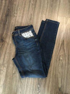 Schicke dunkelblaue Jeans