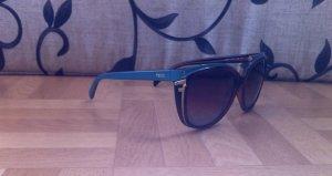 Schicke Fendi Sonnenbrille mit Etui
