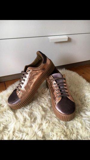 schicke Guess Sneaker
