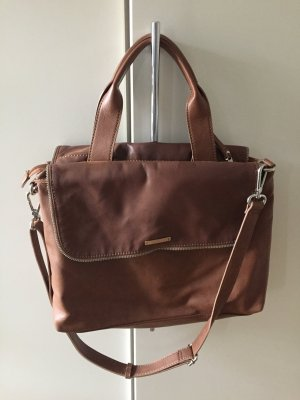 Schicke Handtasche im Business-Look