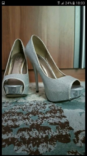 Schicke High Heels mit BlingBling Effekt