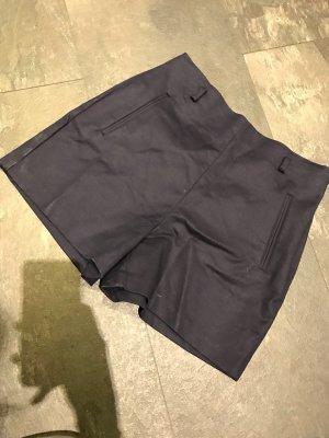 Schicke High-Waist- Shorts