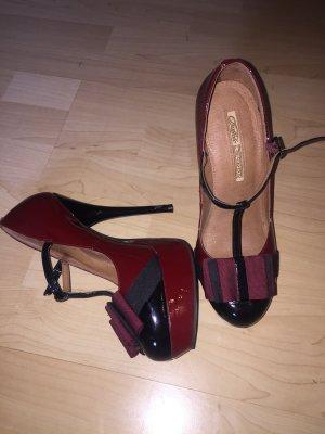Schicke hohe Schuhe von Buffalo