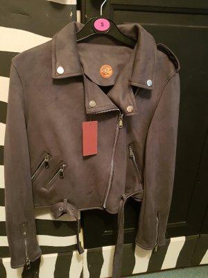 Schicke Jacke abzugeben