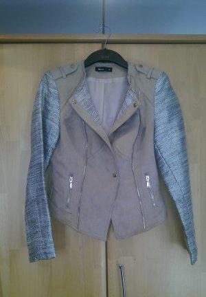Schicke Jacke in Wildleder-Optik mit glitzer-Ärmeln