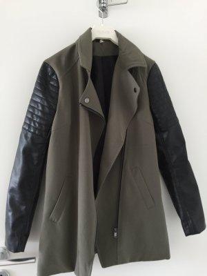 Schicke Jacke mit Kunstlederärmeln Gr. 36