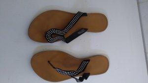 schicke Sandalen suchen neuen Schuhfan
