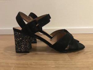 Schicke Sandaletten mit Silberabsatz und schwarzem Wildleder, neu ungetragen