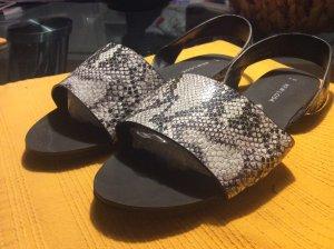 Schicke Schlangenoptik-Sandaletten in 39
