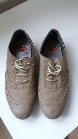 schicke Schuhe zu verkaufen