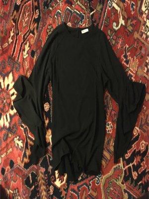 Schicke schwarze Bluse mit gewellten Ärmeln