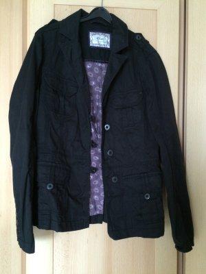 schicke schwarze Jacke von s.Oliver