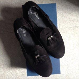 Schicke schwarze Loafer mit Gummizug und Bommeln
