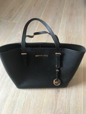 fe2446cd07e1a Schicke schwarze Michael Kors Handtasche. Michael Kors