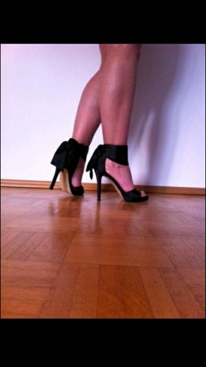 schicke schwarze Pumps Gr. 37 High Heels