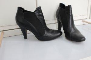 Schicke Schwarze Schuhe mit Absatz