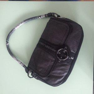 Schicke schwarze Schultertasche mit Phyton Henkel (Esprit)