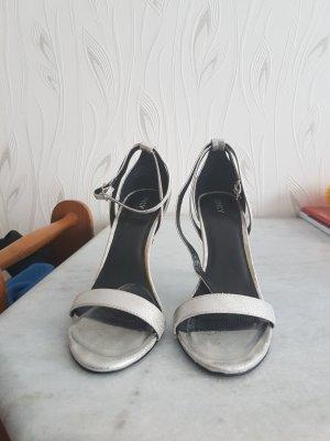 Schicke silberne Sandaletten