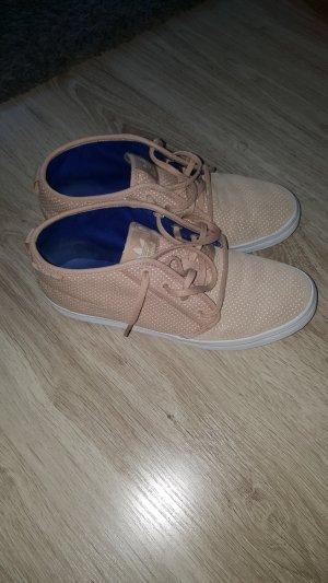schicke Sneaker von Adidas