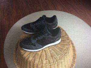 Schicke Sneaker von SPM