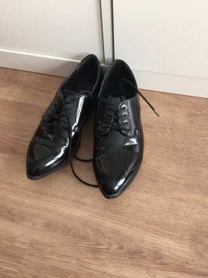 Schicke Spitze Schuhe