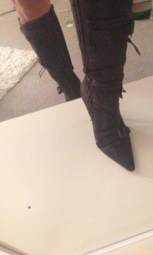 Schicke Stiefel mit Schnallen
