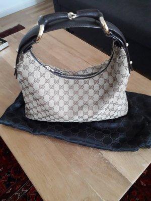 Schicke Tasche aus dem Hause Gucci