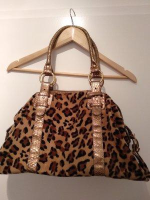 schicke Tasche mit leoprint und goldenen Details