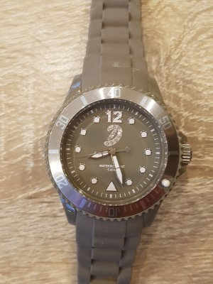 Schicke Uhr mit Silikonarmband