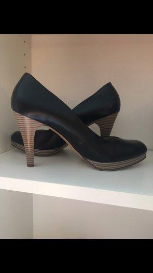 Schicke ungetragene Schuhe