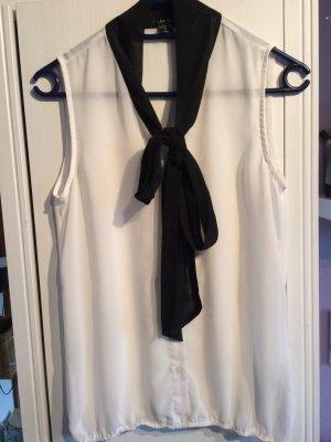 Schicke weiße Bluse mit schwarzem Detail