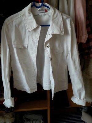 Schicke, weiße Jeansjacke
