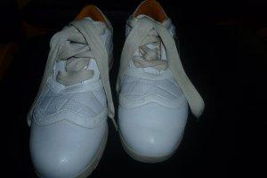 schicke, weiße Schuhe