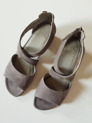 schicke Wildleder-Sandalen in grau-taupe, ungetragen