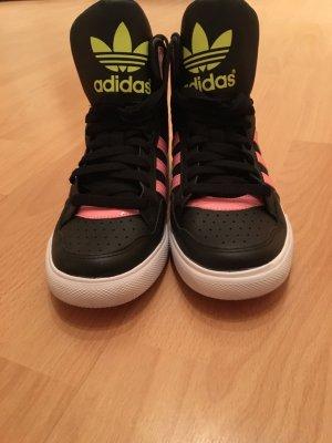 Schicker Adidas Turnschuh